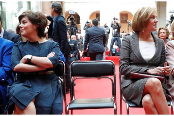 Enemigas íntimas. Lo que desvela la imagen de la silla de Soraya y Cospedal La Informacion.com